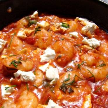 Shrimps with tomato sauce and white cheese